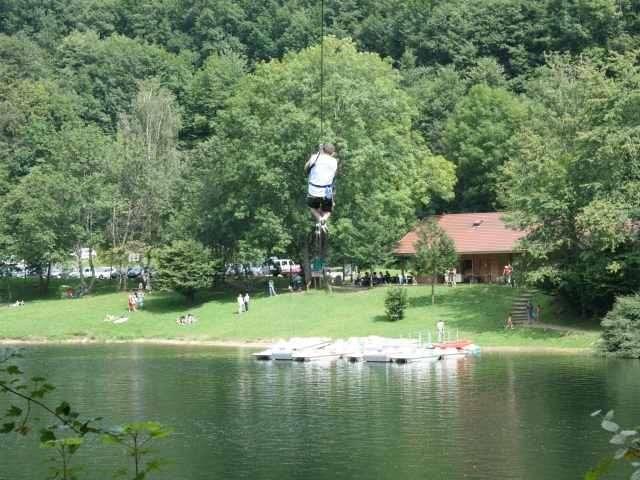 Le parc Arbre Aventure -Kruth Wildenstein- France, situé à 18 km de La Bresse centre, se présente sous un visage plus « aquatique » ! En effet, après avoir proposé ponts de singe, liane de tarzan, filet à grimper, via Ferrata, etc.,